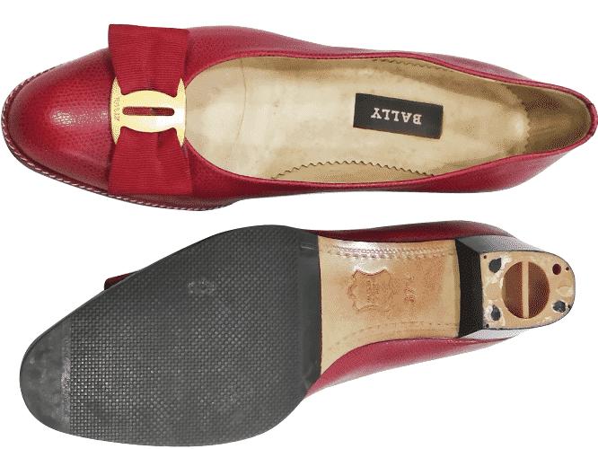 reparasi sepatu wanita merah sebelum